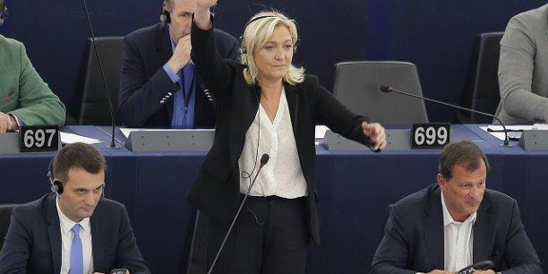Florian Philippot, Marine Le Pen et Louis Alliot au moment d'une session au Parlement européen en 2015.