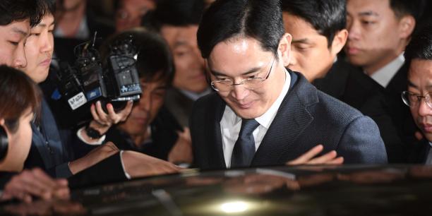 Lee Jae-Yong a sa sortie du tribunal, à Séoul, le 16 février.