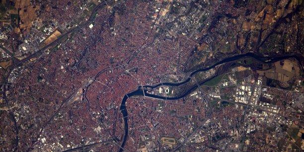 La ville de Toulouse, photographiée depuis la station spatiale internationale par l'astronaute français, Thomas Pesquet durant le week-end.