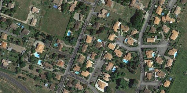 Vue aérienne d'un quartier de Marmande qui concentre de nombreuses piscines.