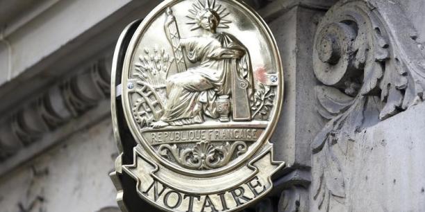 Comme pour valider une transaction immobilière ou pour régler une succession, faire appel à un notaire est, en France, obligatoire.