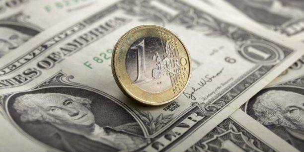 De grandes banques ne croient plus a la parite euro/dollar[reuters.com]