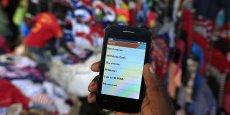 En Afrique subsaharienne, plus de la moitié de la population âgée de 15 ans au moins est abonnée à une offre de téléphonie mobile.
