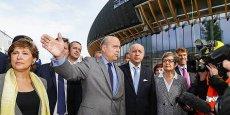 Laurent Fabius a visité ce matin le chantier de la Cité des civilisations du vin avec Alain Juppé, Philippe Massol et Sylvie Cazes (à gauche)