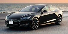 Tesla Model S mesure 2,187m contre 1,811m pour une Laguna. Attention aux trottoirs quand on stationne...