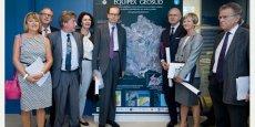 Louis Schweitzer, entouré des élus de la région lors de sa visite à l'Équipement d'Excellence Géosud, le 9 Septembre