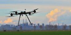 103 mini-drones ont été testés en simultané dans le désert californien par l'armée américaine.