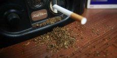 """Dans le communiqué, l'Allemand Thomas Buberl, futur directeur général du groupe, reconnaît que """"cette décision a un coût mais notre conviction est claire : le coût humain du tabac est dramatique, son coût économique est énorme""""."""