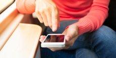 Un an plus tôt, le consommateur français déboursait en moyenne mensuellement 32,20 euros pour sa facture de téléphonie fixe et 16,30 euros pour pouvoir utiliser son mobile.