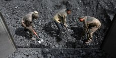 Un  pays continue néanmoins de miser sur cette énergie fossile : l'Inde, qui le perçoit comme incontournable pour développer son secteur manufacturier.