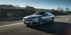 La Mercedes Classe C Coupé affiche un design très sportif, qui rappelle toutefois la BMW Série 4, sa concurrente directe.
