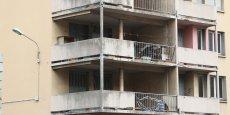 430 ensembles résidentiels construits entre 1955 et 1990 sont surveillés