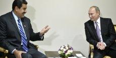 Longtemps soutenue par la manne pétrolière, la chute des prix du pétrole a entraîné l'effondrement de l'économie vénézuélienne. Sur la photo, Nicolas Maduro et Vladimir Poutine le 23 novembre au Forum des pays exportateurs de gaz à Téhéran.