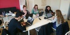 Chez Simplon Lyon, sur 24 élèves, 11 sont des femmes. Dans les écoles d'ingénieur, elles ne représentent que 8 % des étudiants selon le Syntec Numérique.