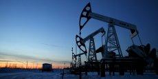 Les prix du pétrole ont chuté de plus de 70% depuis juin 2014. Et la timide remontée de cette semaine, due notamment à la catastrophe dans l'Alberta, ne semble pas devoir durer.