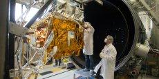 Satellite Microscope en essais vide thermique