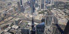 Vue aérienne du plus grand gratte-ciell au monde, le Burj Kgalifa, à Dubai aux Emirats arabes unis en novembre 2014