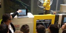 Les adolescents découvrent les technologies employées dans l'industrie du décolletage.