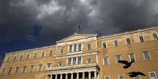 L'adoption de ces réformes, qui s'ajouteraient à celle déjà en négociation, permettrait le versement de nouveaux prêts à Athènes et ouvrirait la voie à l'ouverture de discussions sur un allègement du fardeau de la dette.