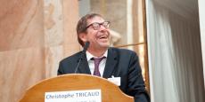 Christophe à la tribune des Assises de la Pierre-Papier, en 2015.