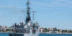 La France a dépêché un patrouilleur de haute mer, qui doit arriver ce lundi après-midi pour participer aux recherches sous-marines de la carlingue, des corps et des débris.