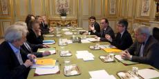 Le chef de l'Etat a indiqué aux six scientifiques qu'il renonçait à supprimer un crédit de 134 millions d'euros pour la recherche.