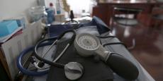 """Un passage de la consultation un 25 euros reste néanmoins conditionné à un """"équilibre global"""" financier pour toutes les mesures que comprendra le texte, explique l'Assurance maladie."""