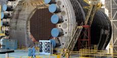 L'usine d'extraction du plutonium de Marcoule (Gard), gérée par le CEA puis par Areva, retraite les combustibles fissiles usagés pour, via l'opération de séparation des différents éléments, en extraire le plutonium. Ici en photo (datée 2009), le réacteur G2, un de ceux dédiés à la production de combustible militaire. Le réacteur G2, mis en service en 1958, a été arrêté en 1980; son démantèlement a débuté en 1986 et devrait s'achever vers 2035.