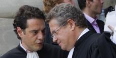 """Jean Veil (à droite) l'un des avocats de la Société Générale, a qualifié Jérôme Kerviel, défendu par David Koubbi (gauche) de """"délinquant""""."""
