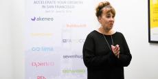 Laura Elmore en pleine séance de coaching avec la promotion 2016 du programme d'accélération de startups françaises Ubi i/o.