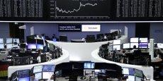 L'indice Nikkei a regagné 357,19 points à 15.309,21 points ce lundi.