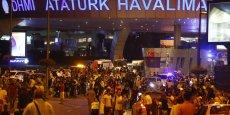 Le tourisme en Turquie, déjà plombé par des attentats à répétition, risque de toucher le fond cette année. Sur la photo, l'aéroport d'Istanbul mardi soir après l'attaque terroriste.