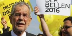 La Cour constitutionnelle a relevé plusieurs irrégularités, dont un dépouillement prématuré d'une partie du vote par correspondance, qui a fait pencher la balance en faveur d'Alexander Van der Bellen.
