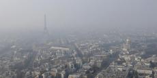 """En France, les concentrations d'ozone, de dioxyde d'azote et de particules fines dans l'air """"dépassent régulièrement"""" les normes de protection pour la santé humaine, souligne l'OCDE."""
