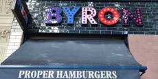 De son côté, le groupe Byron a confirmé les descentes de police mais n'a pas répondu aux accusations selon lesquelles la direction aurait tendu un piège aux salariés.