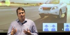 """""""Après avoir dirigé nos voitures à travers l'équivalent de 150 ans de conduite humaine et avoir aidé notre projet à faire la transition entre la recherche pure et le développement d'un produit que nous espérons voir quelqu'un pouvoir utiliser un jour, je suis prêt pour un nouveau défi"""", indique Chris Urmson."""