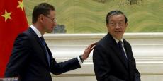 Le 28 septembre à Pékin, lors de la visite de Jyrki Katainen (à g.), vice-président de la Commission européenne, Ma Kai, vice-Premier ministre chinois, avait, entre autres, annoncé l'intention de la Chine de contribuer au plan d'investissement pour l'Europe de 315 milliards d'euros porté par la commission Juncker.