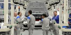 De nombreux ouvriers du constructeur automobile allemand, ici sur la ligne de production des Porsche Boxter en 2012, vont se retrouver au chômage partiel.