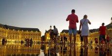C'est dans l'aile droite (vue du Miroir d'eau) du palais de la Bourse que se trouve la CCI de Bordeaux.