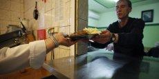"""""""Pour un hôpital qui sert 1.700 repas par jour, tous les jours de l'année, la facture (...) se monte à près de 193.000 euros par an"""", a calculé l'Ademe."""
