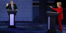 Chaque candidat a accusé l'autre de déformer les faits et invité les téléspectateurs, attendus très nombreux pour ce duel en vue de la présidentielle du 8 novembre, à vérifier ses propos.