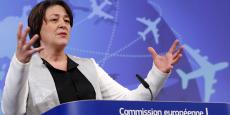 La commissaire européenne aux transport Violeta Bulc en décembre 2015, lors de la conférence sur la Stratégie européenne pour l'aviation.
