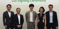 L'ex-ministre Fleur Pellerin à la signature de l'accord avec les représentants de Line et de Naver.