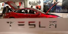 """Tesla est accusé de jouer sur l'ambivalence du nom """"pilotage automatique"""", et ainsi induire les conducteurs en erreur."""