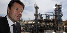 Christian Estrosi, en visite au port pétrolier de Lavera, juste à côté de Fos-sur-Mer, en 2010.