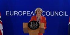A son arrivée à son premier sommet européen, au lieu de parler Brexit d'entrée de jeu, Theresa May a souligné la nécessité d'une réponse unie et forte à la campagne de bombardements russes en Syrie.