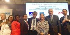 Les signataires de l'accord sur le programme SWOT, entourant Ségolène Royal, lors de la COP 22 à Marrakech
