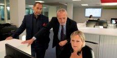 Bernard Blanc et Emmanuel Picard près d'une conseillée clientèle de Coo.pairs