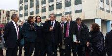 Le maire P. Saurel, entouré de C. Fina (DGS de la Ville), B. Guillemot (DG de l'ANAH), A.-Y. Le Dain (députée de l'Hérault), P. Pouëssel (préfet de l'Hérault) et N.Grivel (DG de l'ANRU), en visite dans le quartier de la Mosson