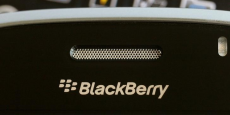 TCL, qui commercialise déjà des téléphones sous la marque Alcatel, a l'intention de se concentrer sur le marché des entreprises, auxquelles il espère rappeler la solide réputation de BlackBerry pour la productivité et la sécurité.